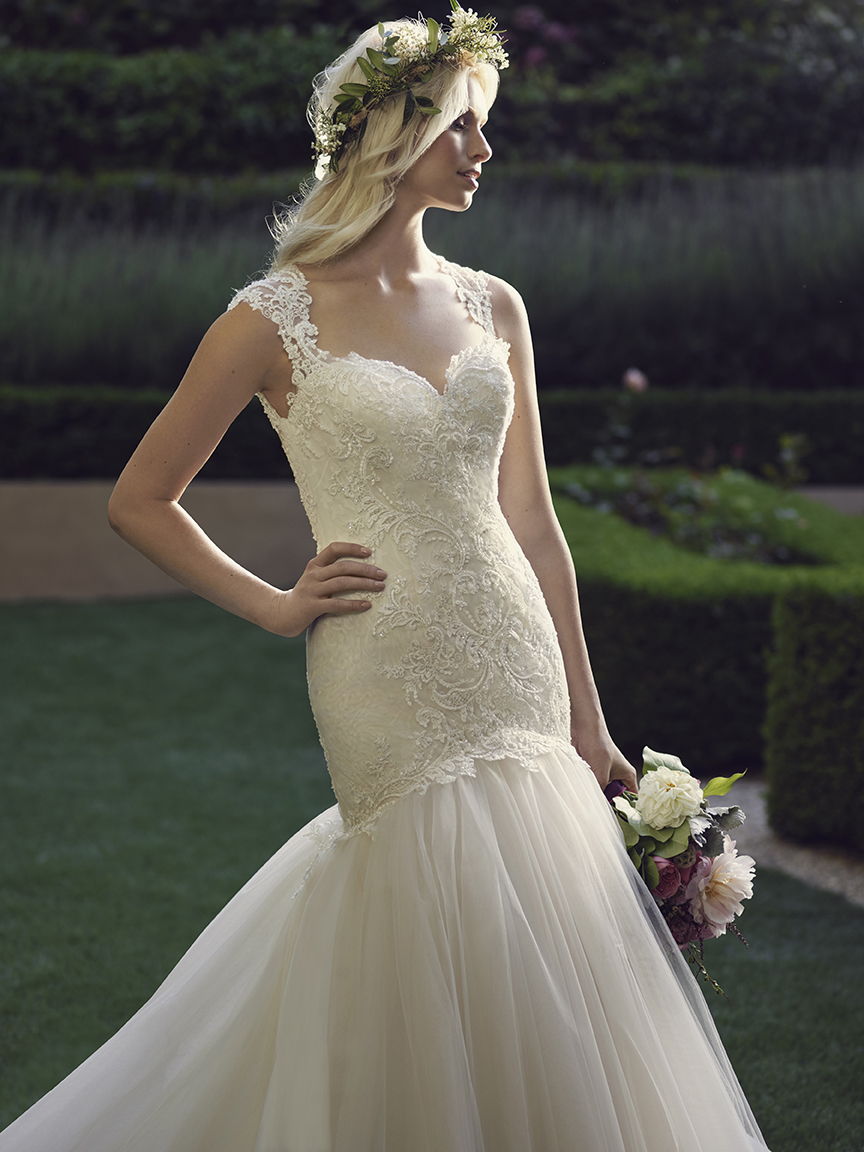 flirty-mermaid-wedding-dress